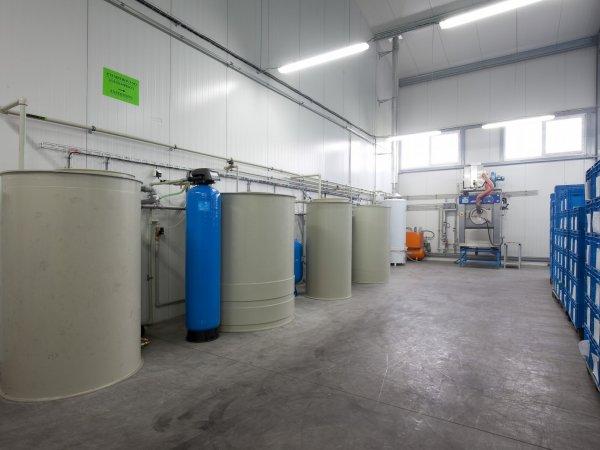 Průmyslová pračka s recyklačním systémem